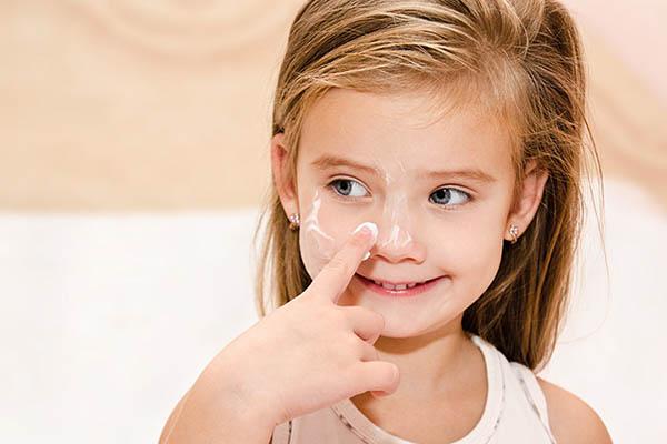 chăm sóc da cho trẻ bị viêm da cơ địa